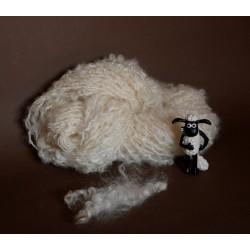 écheveau d'art artisanal fantaisie filé main au rouet laine