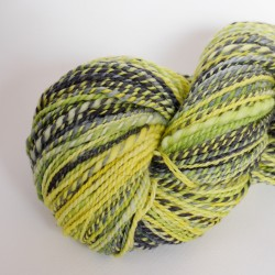 écheveau de laine mérinos teint et filé à la main